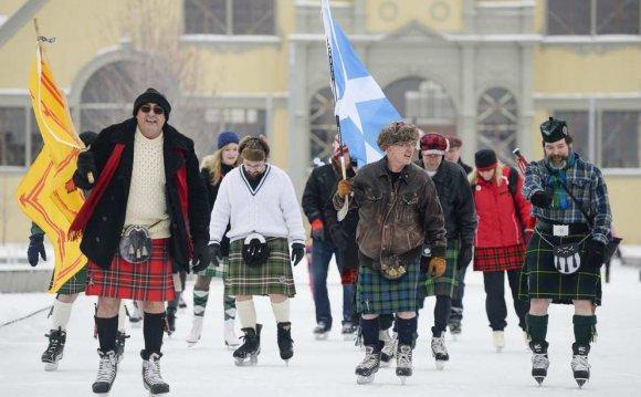 Kilt wearing skaters