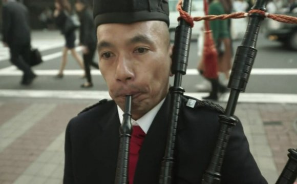 VIDEO: Bagpipes amid the