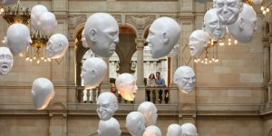 Heads - sculptures by Sophie Cave on program in Expression legal of Kelvingrove Art Gallery and Museum, Glasgow